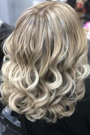 A great result using a balayage highlighting tecnique to add highs and lows into the hair