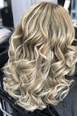 From tired blonde box colour to beautiful balayage using lightening and retoning techniques