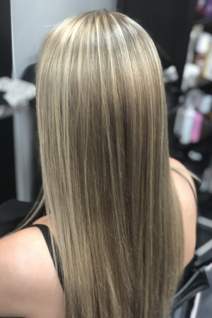 A supernatural highlighted look that grows out without roots using  a balayage technique